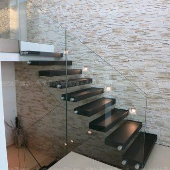 escalier_design-autoporteur_droit_bois-laque_garde-corps-verre-artescaliers