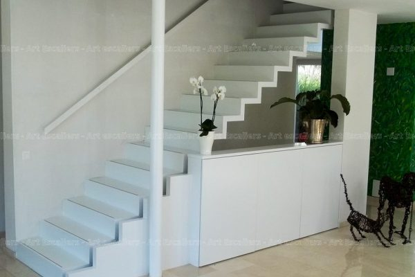 escalier_design-autoporteur_marches-contre-marches_droit_bois-laque-artescaliers
