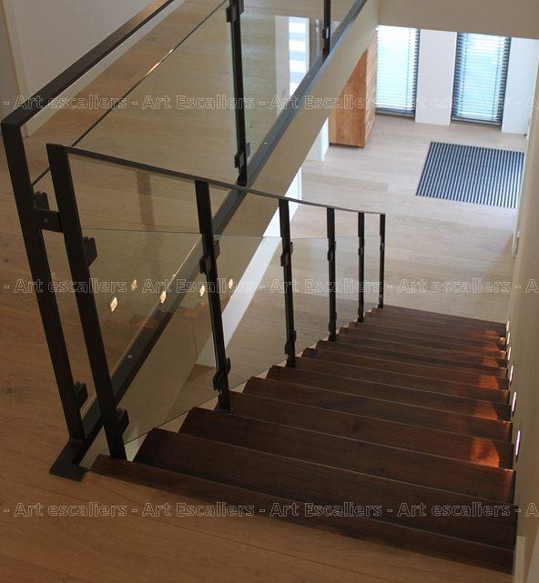 escalier design autoporteur marches contre marches droit bois noyer garde corps metal laque. Black Bedroom Furniture Sets. Home Design Ideas