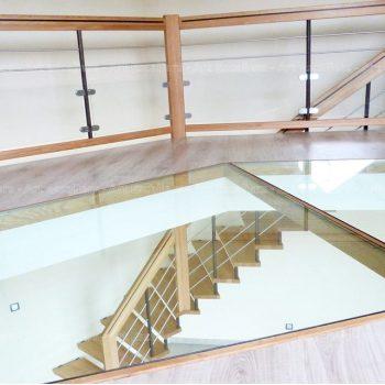 escalier_design-suspendu_1-quart-tournant_bois-hetre_lisses-inox-artescaliers