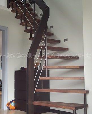 escalier_design-suspendu_1-quart-tournant_repose-sol_bois-noyer_lisses-inox_01-artescaliers