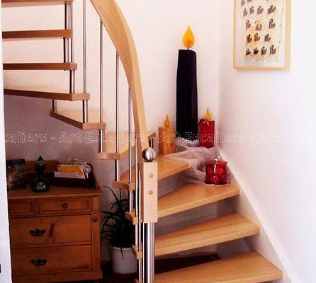 escalier_design-suspendu_2-quarts-tournant_bois-hetre_ballustre-inox-artescaliers
