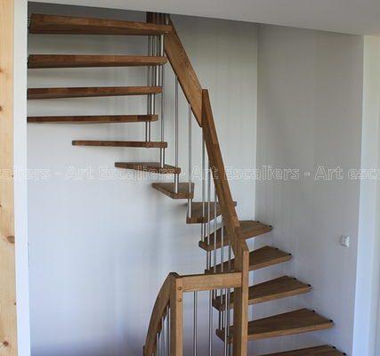 escalier_design-suspendu_2-quarts-tournant_bois-hetre_ballustre-inox_03-artescaliers