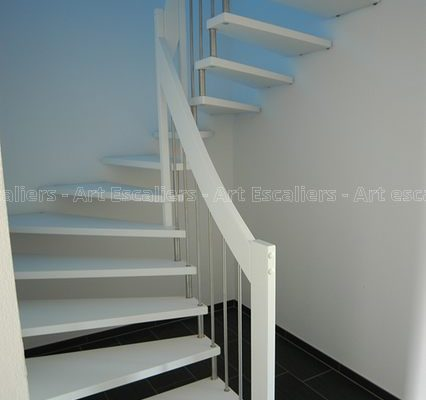 escalier_design-suspendu_2-quarts-tournant_bois-laque_ballustre-inox-artescaliers