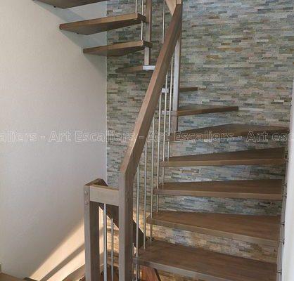 escalier_design-suspendu_2-quarts-tournant_bois-teinte_ballustre-inox_02-artescaliers