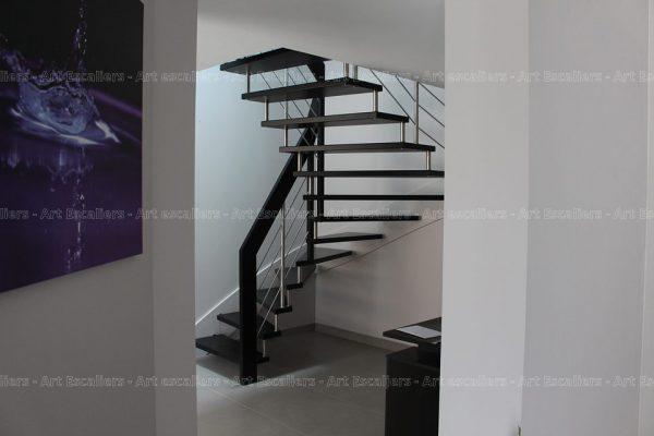 escalier_design-suspendu_2-quarts-tournants_bois-teinte_lisses-inox_03-artescaliers