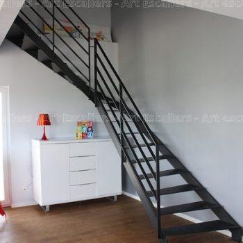escalier_limon-metal_1-quart-tournant__acier-laque_marches-acier-laque_garde-corps-acier-laque-artescaliers