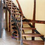 escalier_limon-metal_1-quart-tournant__acier-laque_marches-bois-noyer_garde-corps-inox_main-courante-bois-artescaliers