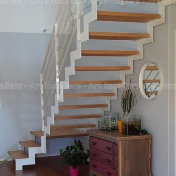 escalier_limon-metal_1-quart-tournant_palier_cremaillere-acier-laque_marches-bois-hetre_garde-corps-acier-laque_01-artescaliers