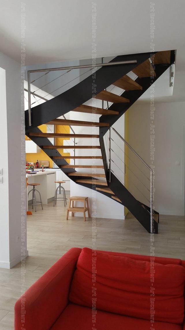 escalier limon metal 2 quarts tournant acier laque marches. Black Bedroom Furniture Sets. Home Design Ideas