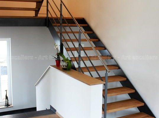 escalier_limon-metal_2-quarts-tournant_palier_acier-laque_marches-bois-chene_garde-corps-acier-laque_main-courante-inox-artescaliers