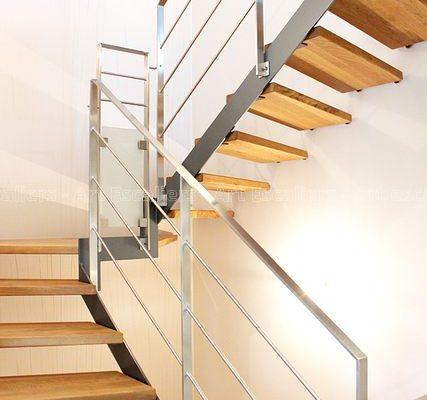 escalier_limon-metal_2-quarts-tournant_palier_acier-laque_marches-bois-chene_garde-corps-inox-plat-artescaliers