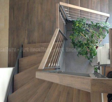 escalier_limon-metal_2-quarts-tournant_palier_acier-laque_marches-bois-teinte_garde-corps-acier-laque_main-courante-bois-artescaliers