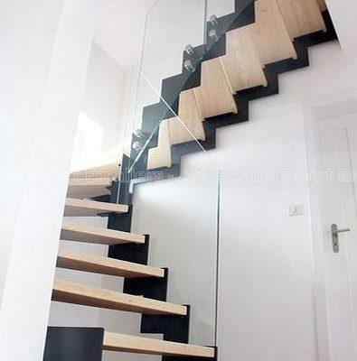 escalier_limon-metal_2-quarts-tournants_cremaillere-acier-laque_marches-bois-chene_garde-corps-verre-artescaliers