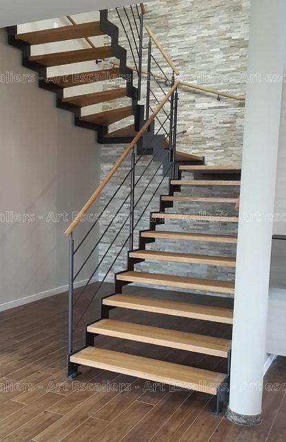 escalier limon metal 2 quarts tournants palier cremaillere acier laque marches bois hetre garde. Black Bedroom Furniture Sets. Home Design Ideas