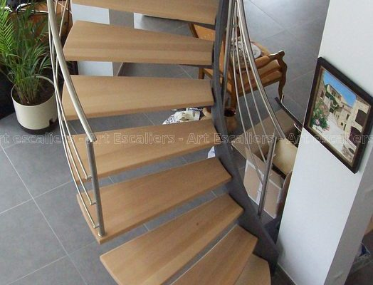 escalier_limon-metal_courbe_acier-laque_marches-bois-hetre_garde-corps-inox_01-artescaliers