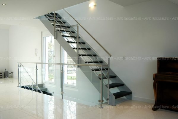 escalier_limon-metal_droit_acier-laque_marches-bois-teinte_garde-corps-inox-artescaliers