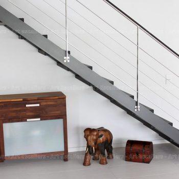 escalier_limon-metal_droit_acier-laque_marches-bois-teinte_garde-corps-inox-cables_main-courante-bois-artescaliers