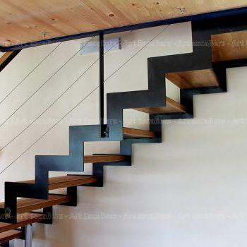 escalier_limon-metal_droit_cremaillere-acier-laque_marches-bois-chene_garde-corps-acier-laque_main-courante-bois_01-artescaliers