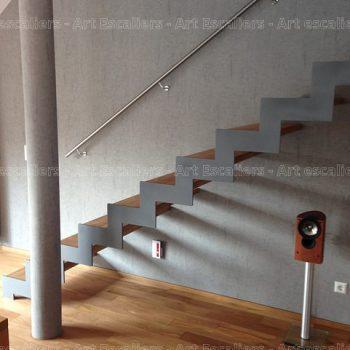 escalier_limon-metal_droit_cremaillere-acier-laque_marches-bois-hetre_main-courante-inox-artescaliers