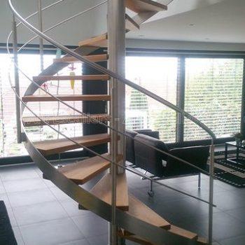 escalier_limon-metal_helicoidal_inox_marches-bois-hetre_garde-corps-inox_02-artescaliers