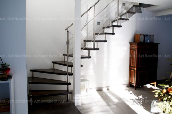 escalier_design-suspendu_1-quart-tournant_bois-teinte_garde-corps-inox_01-artescaliers