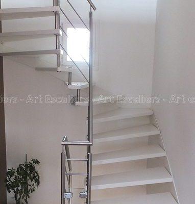 escalier_design-suspendu_2-quarts-tournants_limon-mural_bois-laque_garde-corps-inox-artescaliers