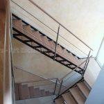 escalier_limon-metal_2-quarts-tournants_palier_acier-laque_marches-bois-hetre_garde-corps-inox-artescaliers