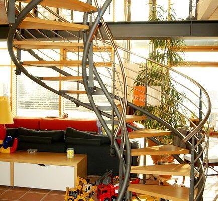 escalier_limon-metal_courbe_acier-laque_marches-bois-hetre_garde-corps-inox-artescaliers