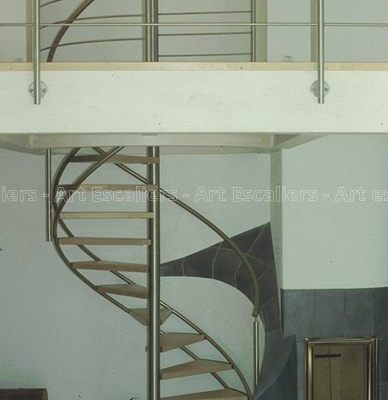 escalier_limon-metal_helicoidale_inox_marches-bois-hetre_garde-corps-inox-artescaliers