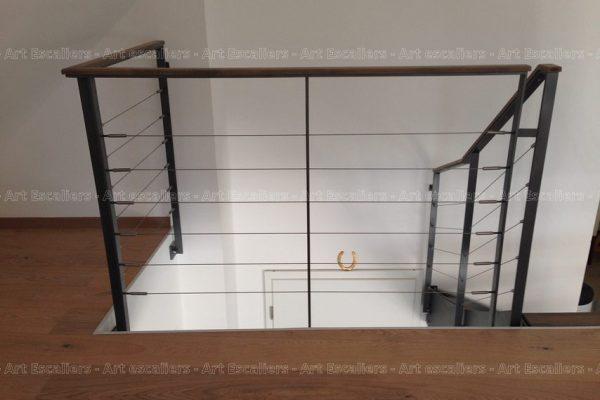 garde-corps_design-epure_horizontal_acier-plat-laque_cables_main-courante-bois-artescaliers