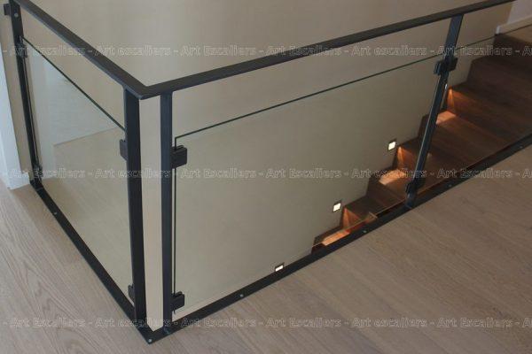 garde-corps_design-epure_horizontal_acier-plat-laque_verre_fixaton-corniere_01-artescaliers