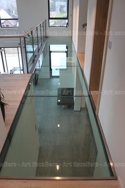 passerelle_structure-acier-laque_plancher-verre_garde-corps-acier-laque_verre_02-artescaliers
