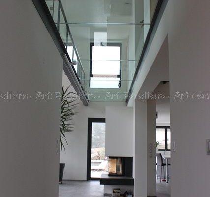passerelle_structure-acier-laque_plancher-verre_garde-corps-acier-laque_verre_04-artescaliers