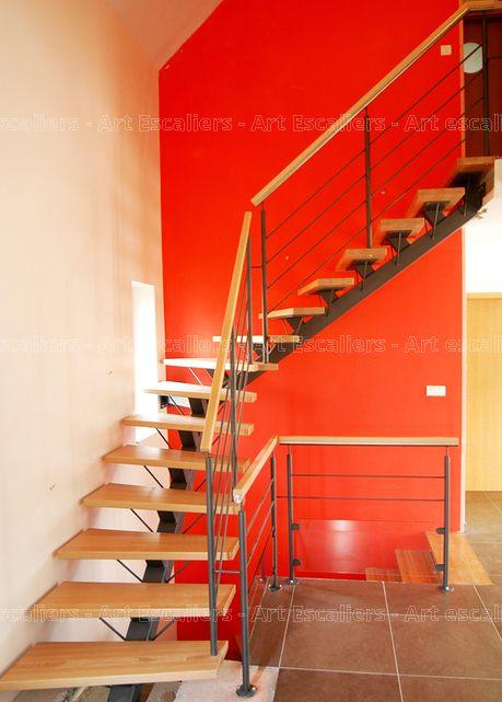 Escalier design limon central 1 quart tournant acier laque marches bois hetre - Escalier limon central acier ...