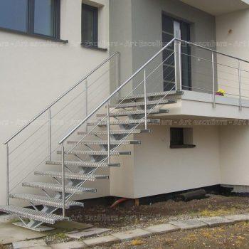escalier_design_limon-central_droit_acier-galvanise_garde-corps-inox-artescaliers