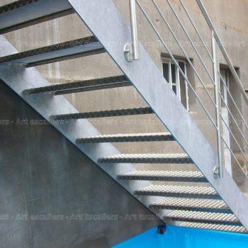 escalier_exterieur_galvanise_droit_garde-corps-inox_01-artescaliers