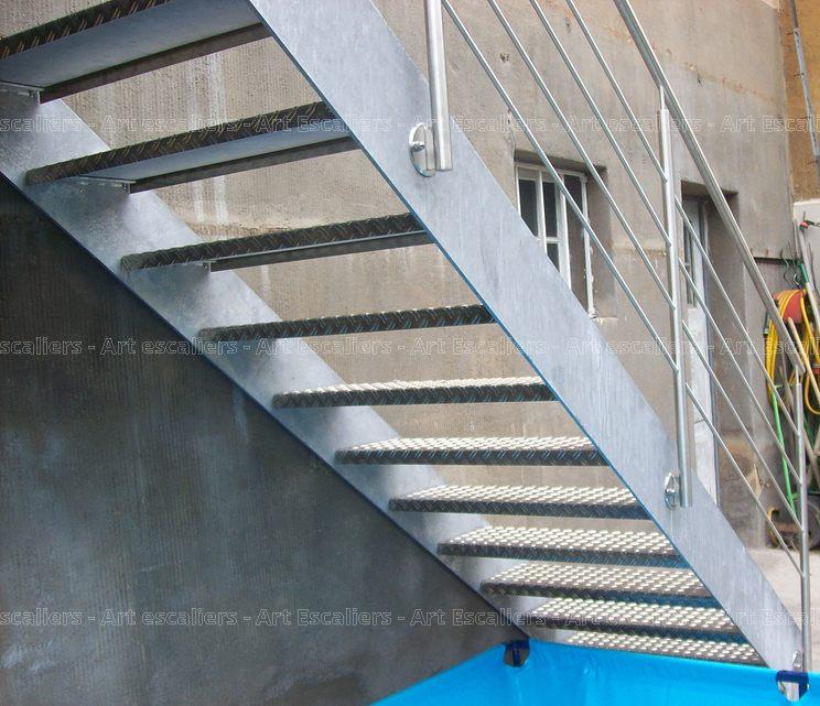 Escalier ext rieur bois m tal inox art escaliers for Escalier exterieur galvanise