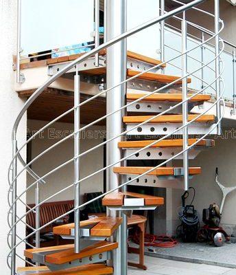 escalier_exterieur_galvanise_helicoidal_marche-bois_garde-corps-inox-artescaliers