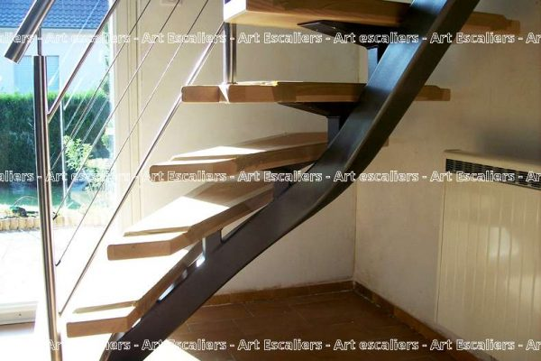 escalier-limon-central-aerien-moderne