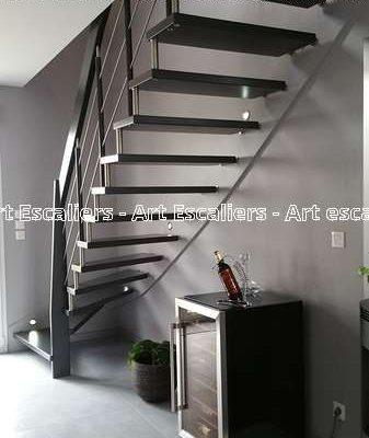 escalier-suspendu-acier-bois-inox