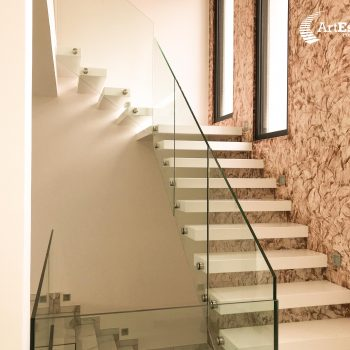 escalier-autoporteur-moderne-blanc