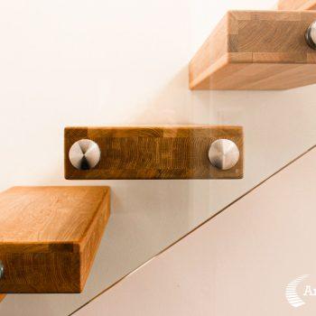 escalier-autoporteur-moderne-bois-chene