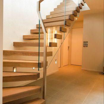 escalier-autoporteur-moderne-bois
