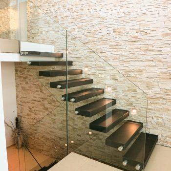 escalier-autoporteur-moderne-noir
