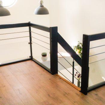 escalier-garde-corps-noir-vitre