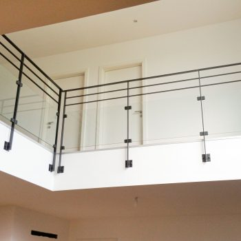 garde-corps-interieur-moderne-verre-noir