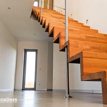 escalier-autoporteur-moderne-chene