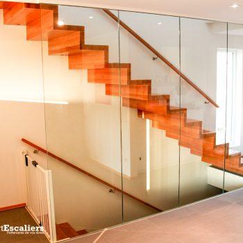 escalier-autoporteur-moderne-garde-corps-verre