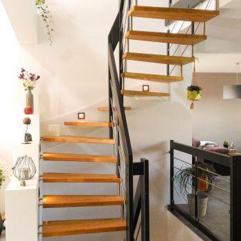 escalier-suspendu-deux-quart-tournant-chene-fume-02-
